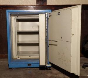 Fire Guard Safe Fire Rating: Class 125 1 Hour at 1700°F Blue Open Inner Door Dimensions Exterior H39'' x W30'' x D30'' Interior H42'' x W19'' x D16.5''