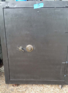 small-antique-used-fire-safe-4