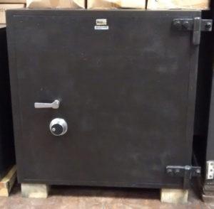 Star Safe TL15 Black with Dial Lock Closed Door Dimensions External H36 x W36 x D26 Internal H32 x W32 x D20